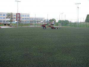"""Konserwacja boiska sportowego - sztuczna trawa """"ORLIK"""""""